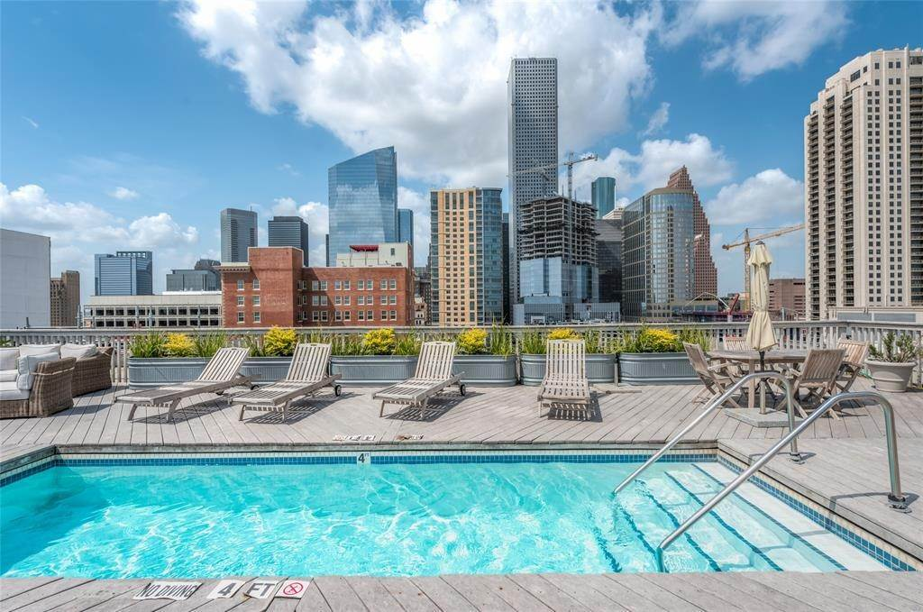 High or Mid-Rise Condo for Rent at 915 Franklin Street #4a 915 Franklin Street Houston, Texas 77002 United States
