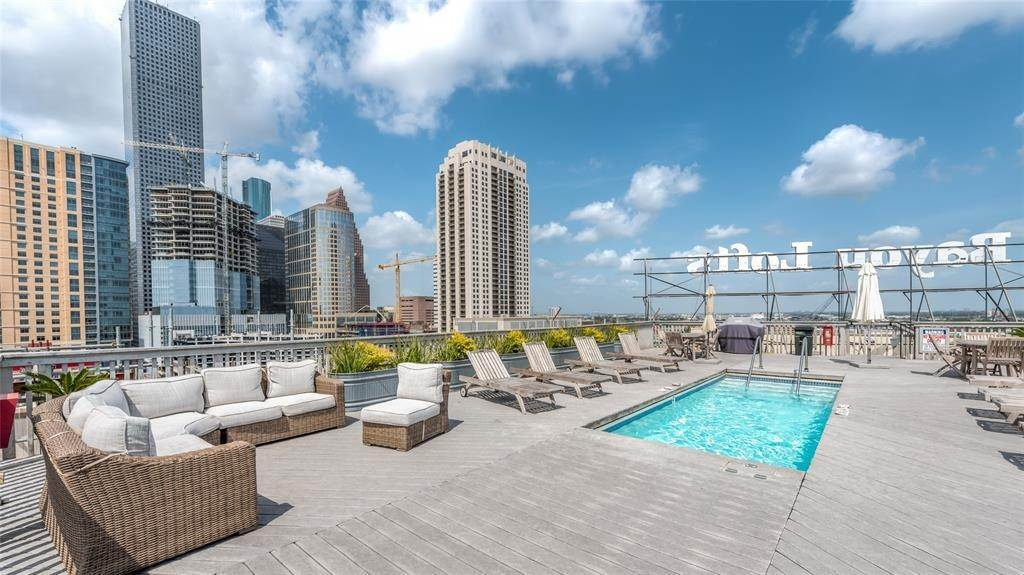 20. High or Mid-Rise Condo for Rent at 915 Franklin Street #4a 915 Franklin Street Houston, Texas 77002 United States