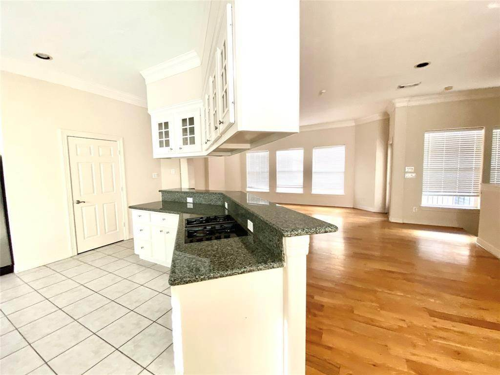 20. Condo / Townhouse for Rent at 3011 Houston Avenue #B 3011 Houston Avenue Houston, Texas 77009 United States
