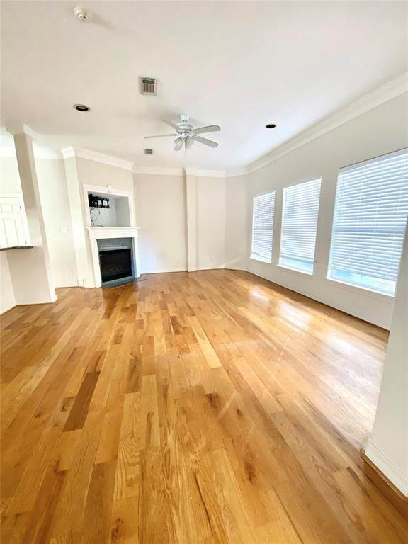 21. Condo / Townhouse for Rent at 3011 Houston Avenue #B 3011 Houston Avenue Houston, Texas 77009 United States