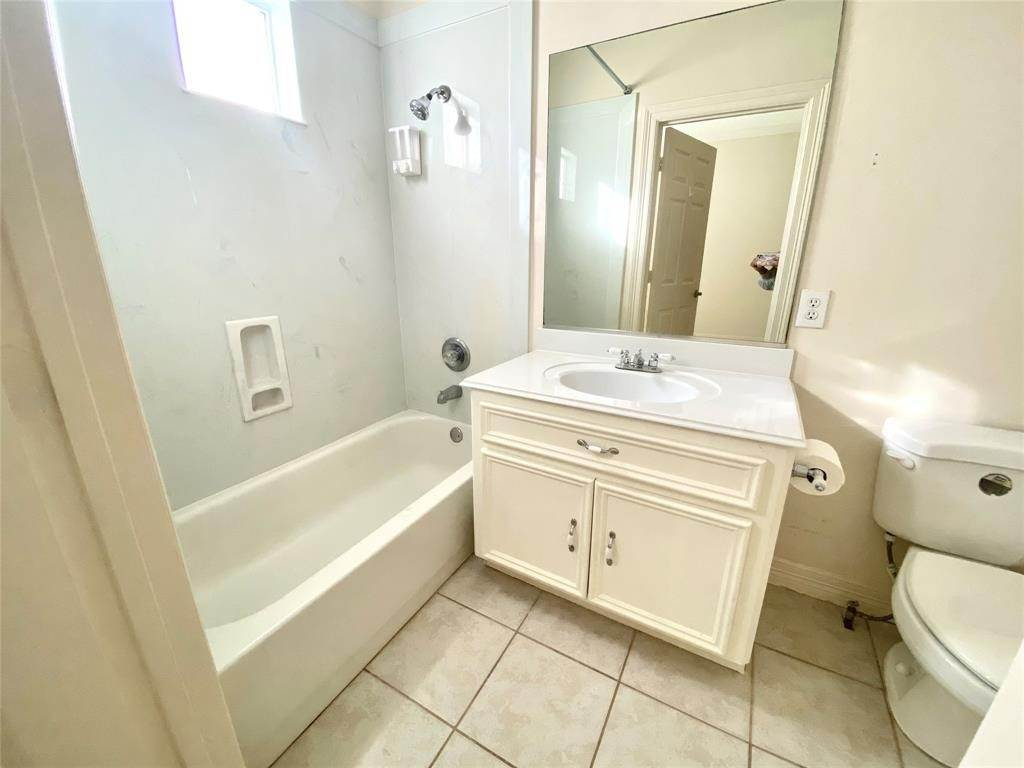 9. Condo / Townhouse for Rent at 3011 Houston Avenue #B 3011 Houston Avenue Houston, Texas 77009 United States