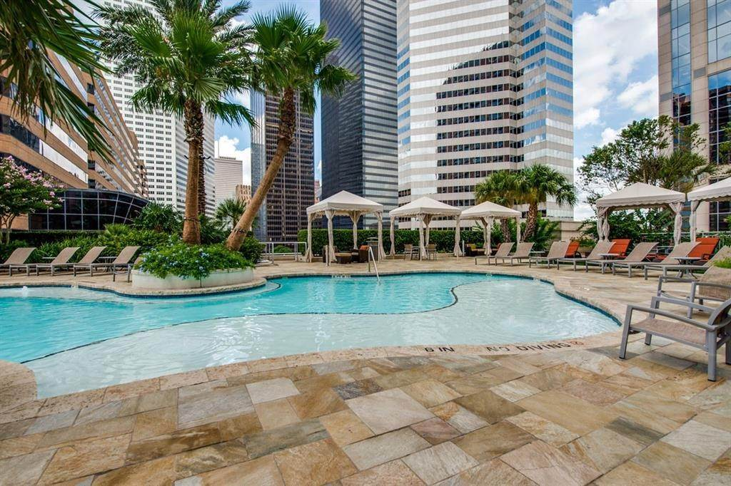 20. High or Mid-Rise Condo for Rent at 1400 Mckinney Street #405 1400 Mckinney Street Houston, Texas 77010 United States