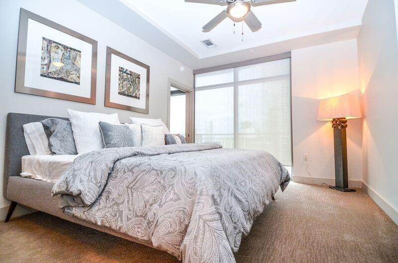 6. High or Mid-Rise Condo for Rent at 1400 Mckinney Street #405 1400 Mckinney Street Houston, Texas 77010 United States