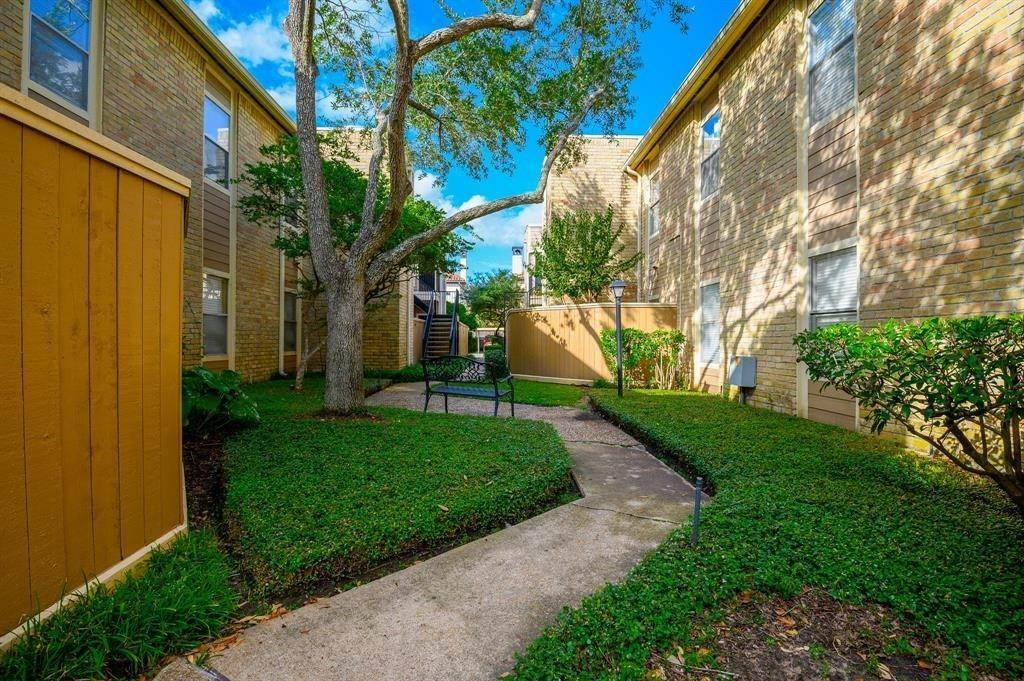 2. Condo / Townhouse for Rent at 706 Bering Drive #106f 706 Bering Drive Houston, Texas 77057 United States