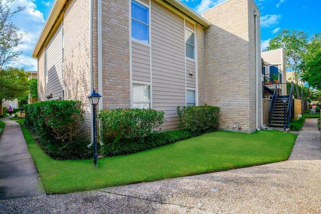 3. Condo / Townhouse for Rent at 706 Bering Drive #106f 706 Bering Drive Houston, Texas 77057 United States