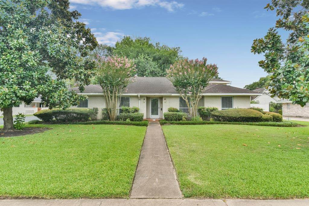Single Family for Sale at 2313 W T C Jester Boulevard Houston, Texas 77008 United States