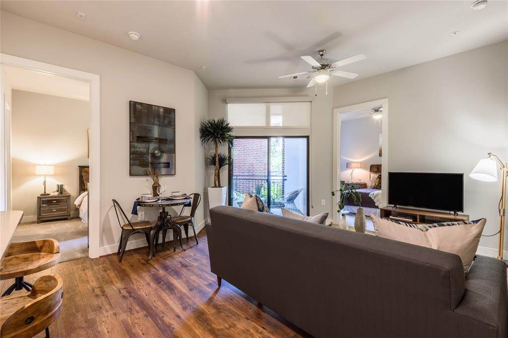 20. High or Mid-Rise Condo for Rent at 919 Gillette Street #1070 919 Gillette Street Houston, Texas 77019 United States