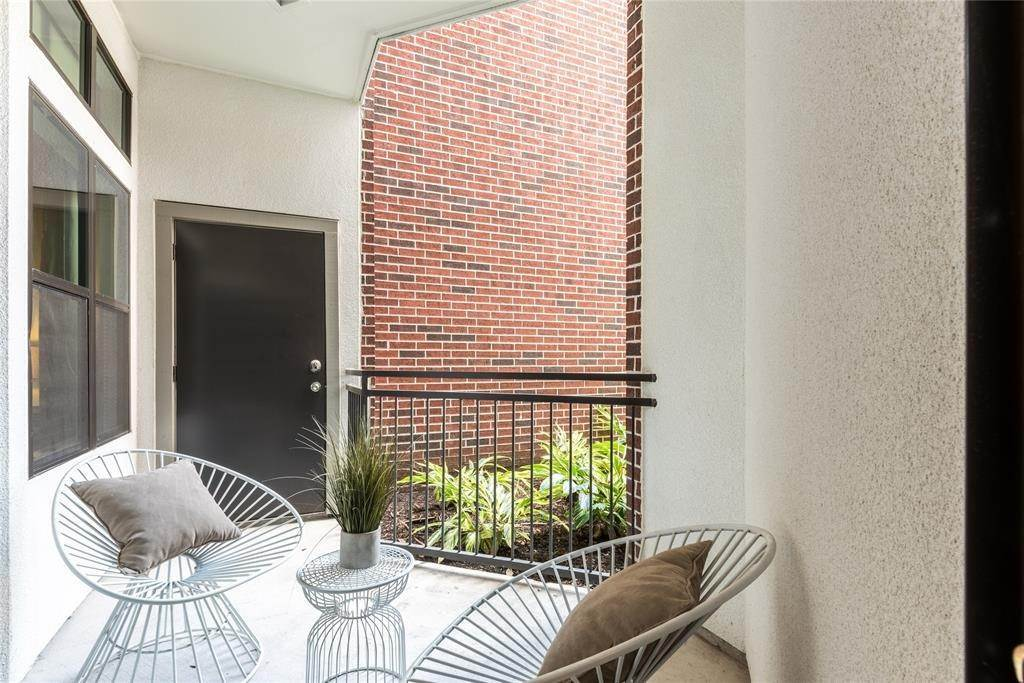 22. High or Mid-Rise Condo for Rent at 919 Gillette Street #1070 919 Gillette Street Houston, Texas 77019 United States