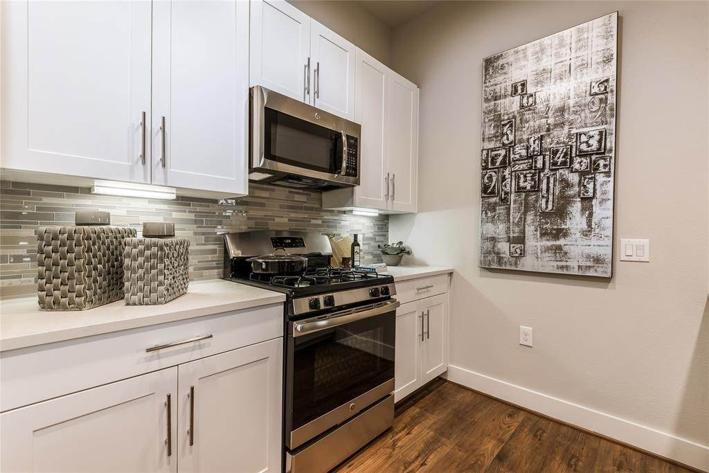 5. High or Mid-Rise Condo for Rent at 919 Gillette Street #1070 919 Gillette Street Houston, Texas 77019 United States