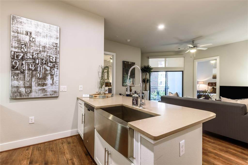 6. High or Mid-Rise Condo for Rent at 919 Gillette Street #1070 919 Gillette Street Houston, Texas 77019 United States