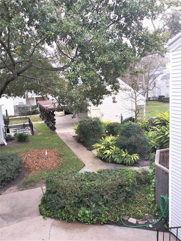 11. Condo / Townhouse for Rent at 9809 Richmond Avenue #B15 9809 Richmond Avenue Houston, Texas 77042 United States