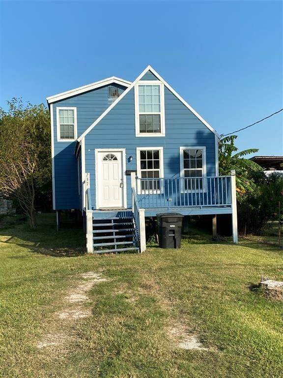 Single Family Homes for Rent at 237 7th Street San Leon, Texas 77539 United States