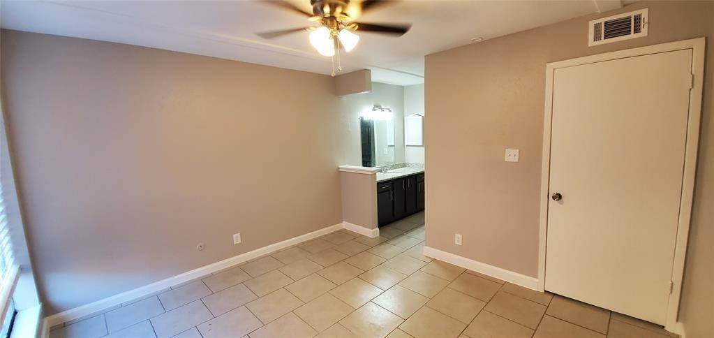 14. Condo / Townhouse for Rent at 6200 W Tidwell Road #2405 6200 W Tidwell Road Houston, Texas 77092 United States