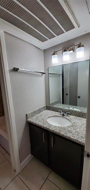 19. Condo / Townhouse for Rent at 6200 W Tidwell Road #2405 6200 W Tidwell Road Houston, Texas 77092 United States