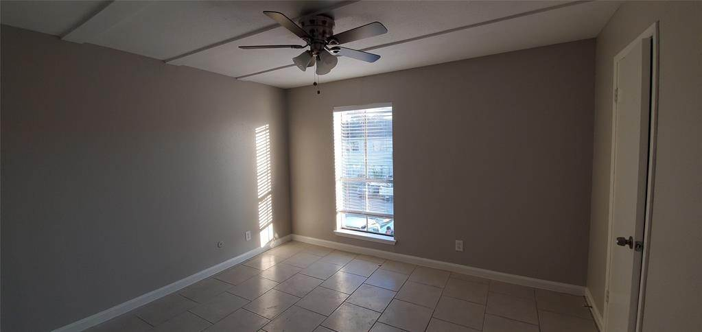21. Condo / Townhouse for Rent at 6200 W Tidwell Road #2405 6200 W Tidwell Road Houston, Texas 77092 United States