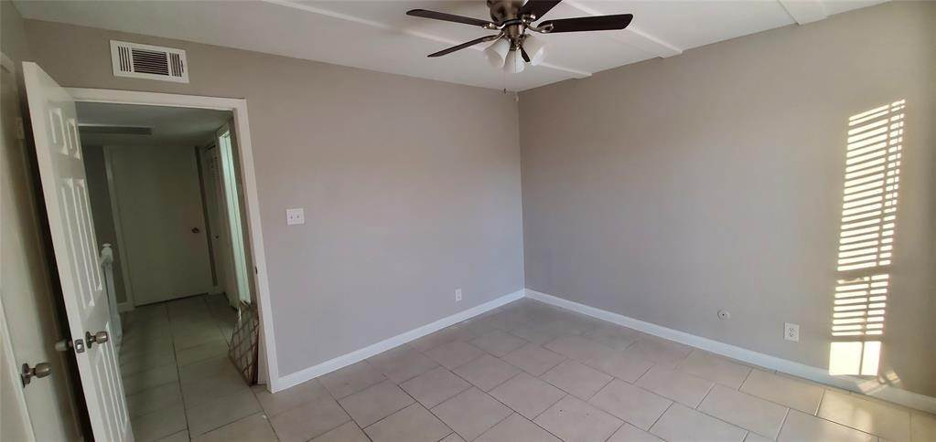 22. Condo / Townhouse for Rent at 6200 W Tidwell Road #2405 6200 W Tidwell Road Houston, Texas 77092 United States