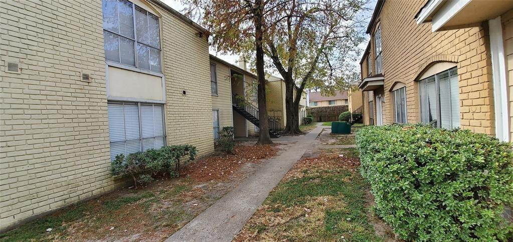 25. Condo / Townhouse for Rent at 6200 W Tidwell Road #2405 6200 W Tidwell Road Houston, Texas 77092 United States
