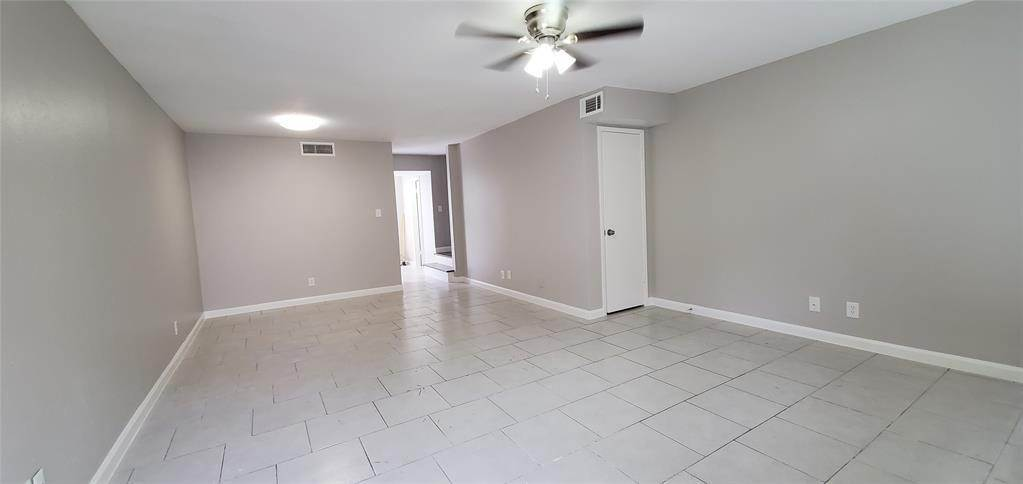 7. Condo / Townhouse for Rent at 6200 W Tidwell Road #2405 6200 W Tidwell Road Houston, Texas 77092 United States