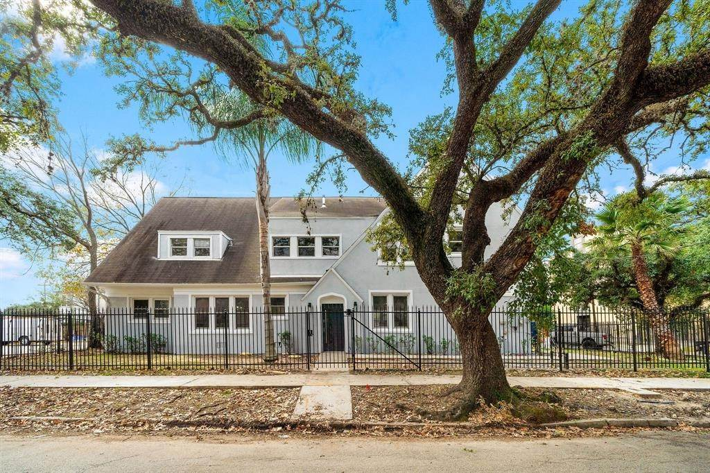 3. Single Family Homes for Rent at 1802 Wentworth Street #1 1802 Wentworth Street Houston, Texas 77004 United States