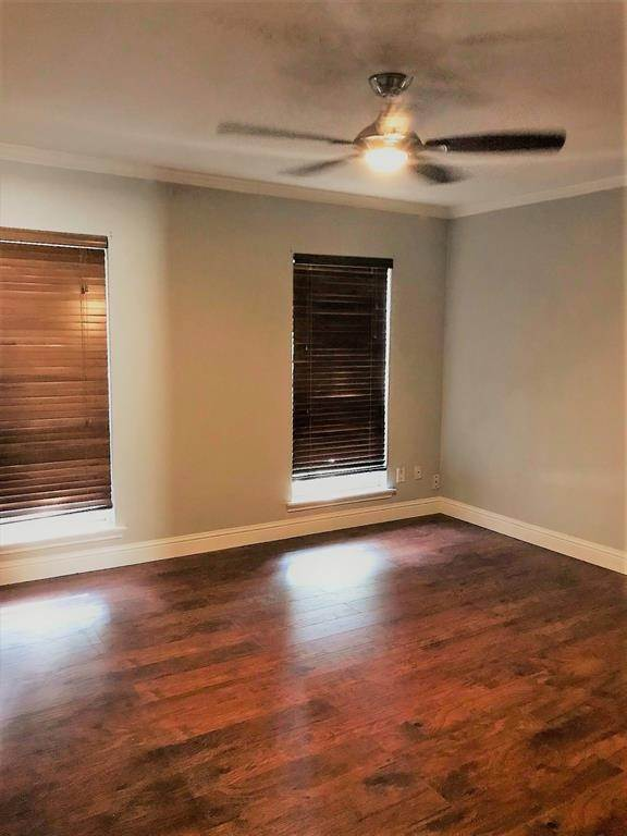 11. Condo / Townhouse for Rent at 2503 Mccue Road #12 2503 Mccue Road Houston, Texas 77056 United States