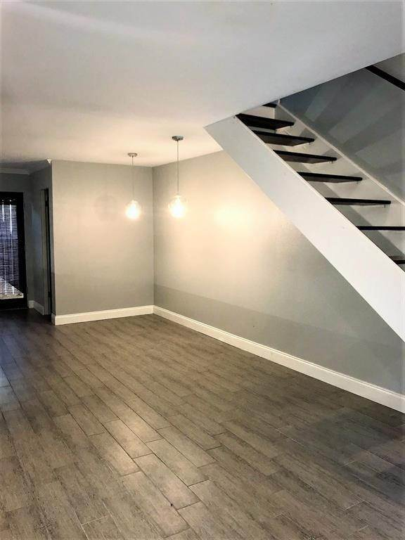 4. Condo / Townhouse for Rent at 2503 Mccue Road #12 2503 Mccue Road Houston, Texas 77056 United States
