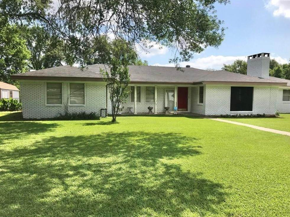 Single Family for Sale at 1102 N Pecan Street Caldwell, Texas 77836 United States