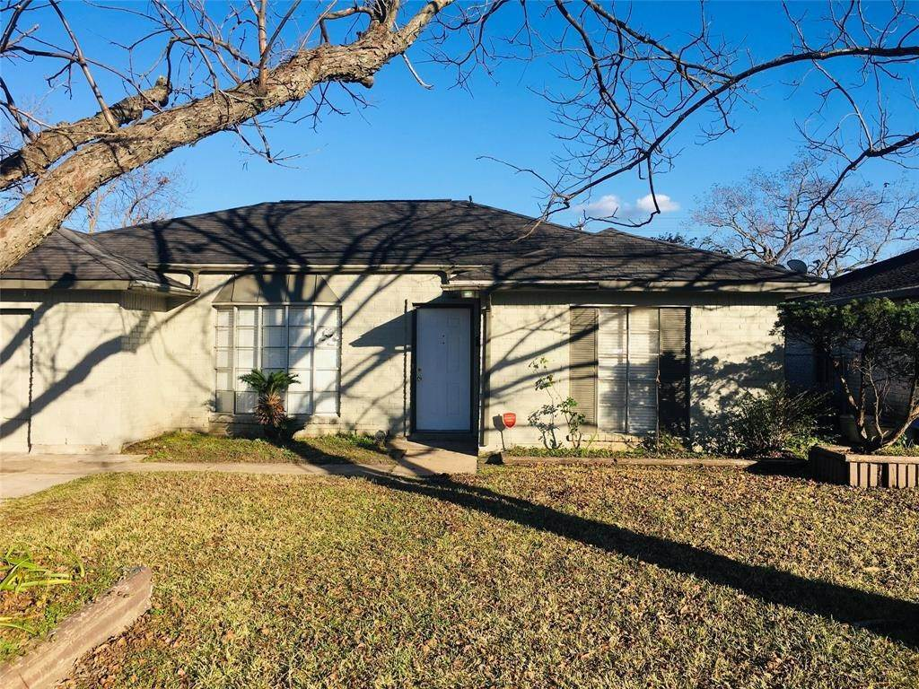 Single Family for Sale at 9111 Leamont Drive Houston, Texas 77099 United States