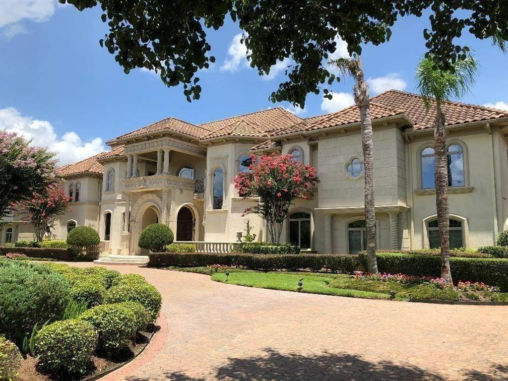 Single Family for Sale at 29 Beacon Hill Sugar Land, Texas 77479 United States