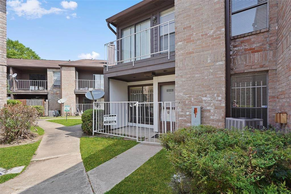 2. Condo / Townhouse for Rent at 6633 W Airport Boulevard #1208 6633 W Airport Boulevard Houston, Texas 77035 United States