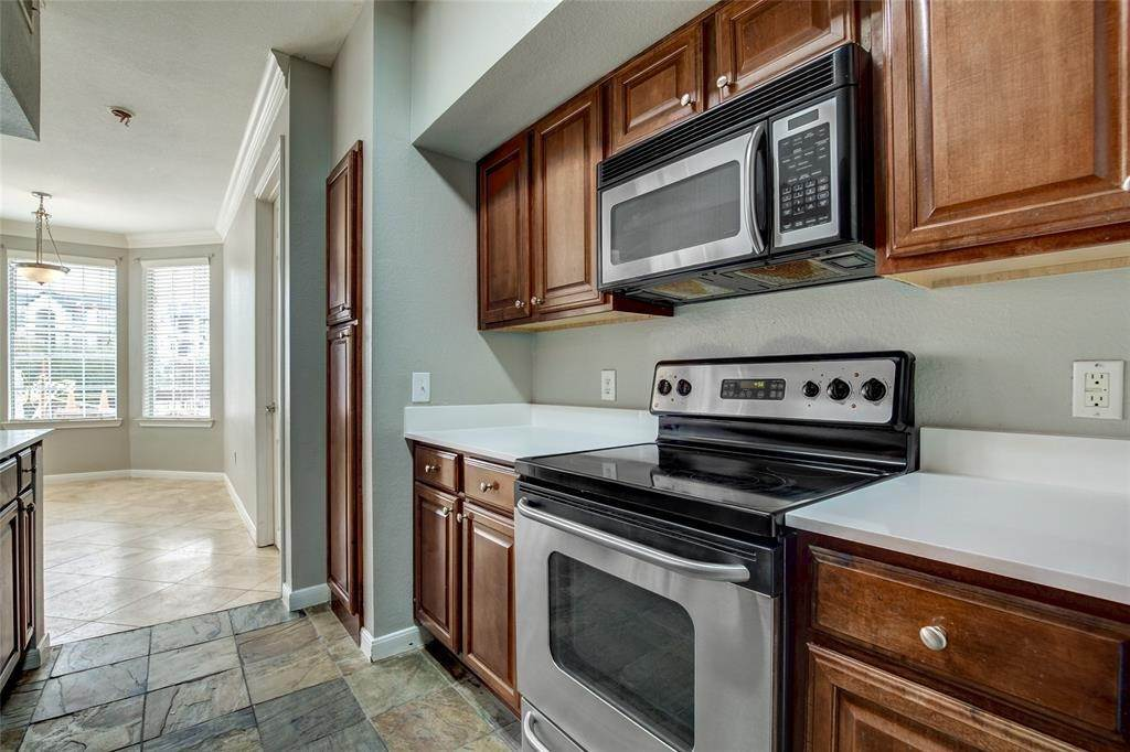 14. High or Mid-Rise Condo for Rent at 7575 Kirby Drive #1101 7575 Kirby Drive Houston, Texas 77030 United States