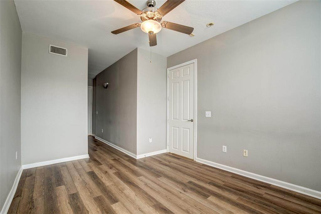 18. High or Mid-Rise Condo for Rent at 7575 Kirby Drive #1101 7575 Kirby Drive Houston, Texas 77030 United States
