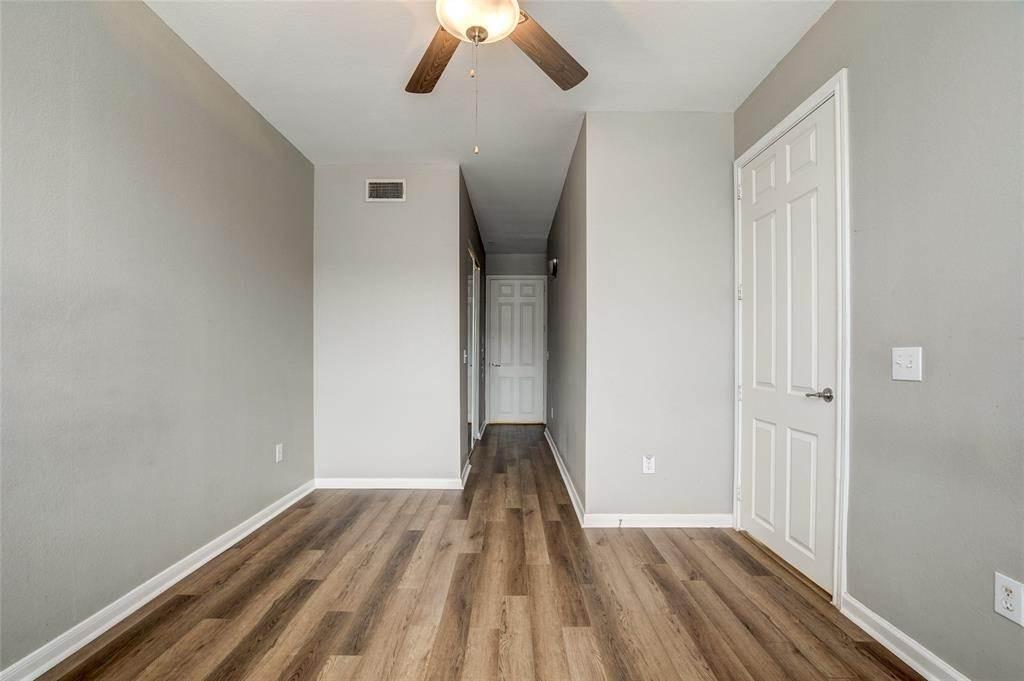 19. High or Mid-Rise Condo for Rent at 7575 Kirby Drive #1101 7575 Kirby Drive Houston, Texas 77030 United States