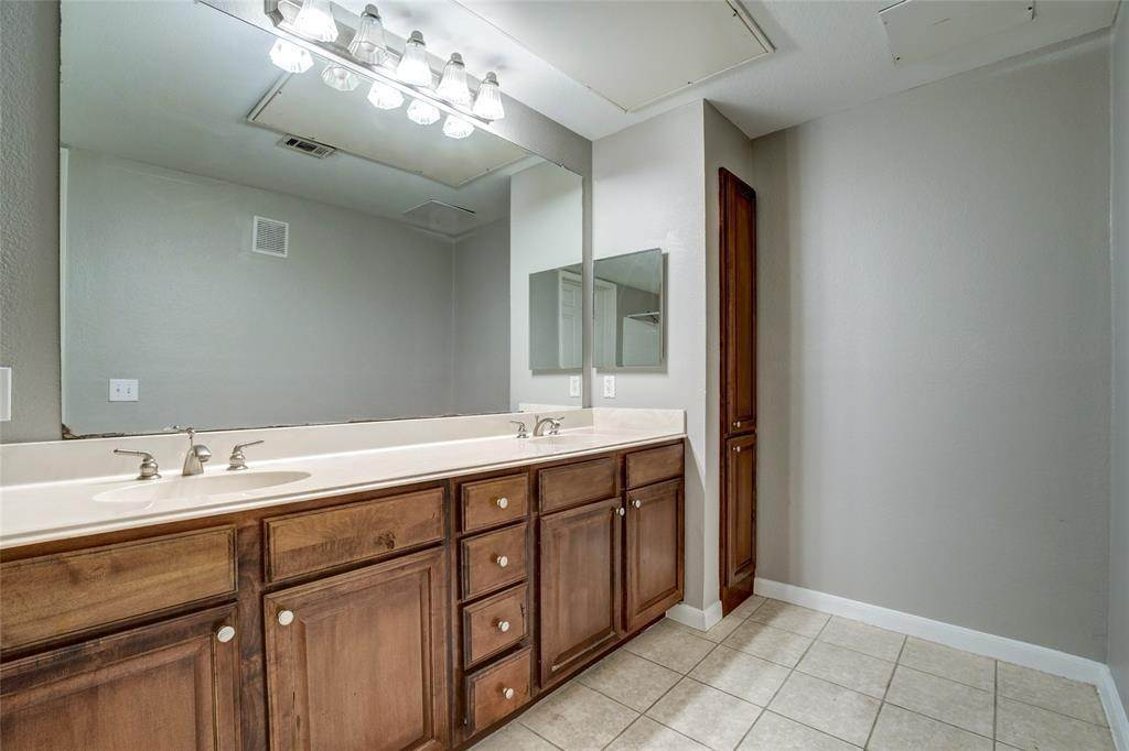23. High or Mid-Rise Condo for Rent at 7575 Kirby Drive #1101 7575 Kirby Drive Houston, Texas 77030 United States