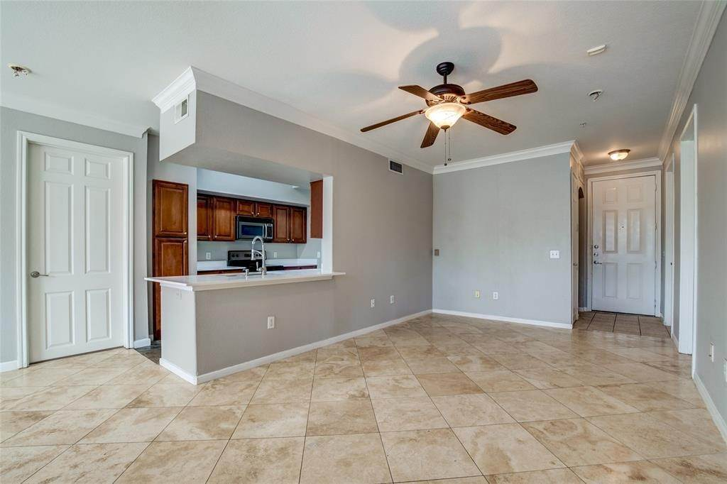 6. High or Mid-Rise Condo for Rent at 7575 Kirby Drive #1101 7575 Kirby Drive Houston, Texas 77030 United States