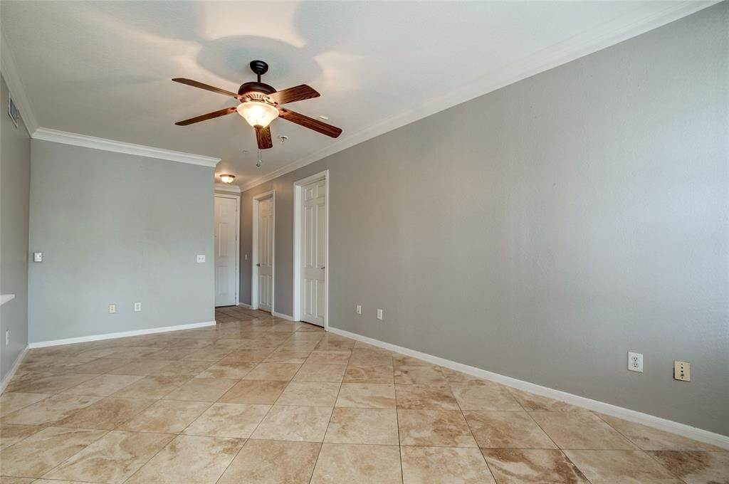 7. High or Mid-Rise Condo for Rent at 7575 Kirby Drive #1101 7575 Kirby Drive Houston, Texas 77030 United States