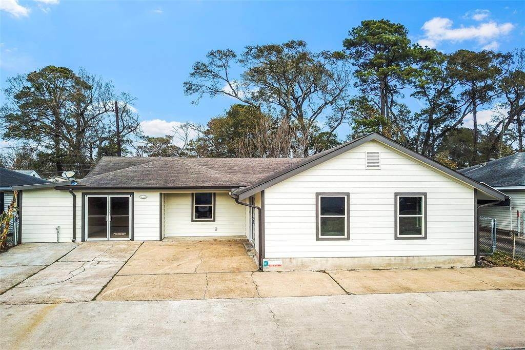 Single Family for Sale at 15605 Woodforest Boulevard #1 15605 Woodforest Boulevard Channelview, Texas 77530 United States