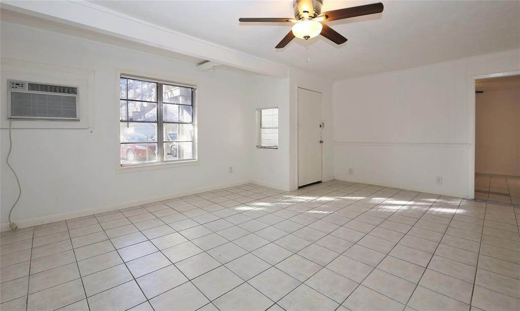 3. Single Family Homes for Rent at 150 Hohldale #B 150 Hohldale Houston, Texas 77022 United States