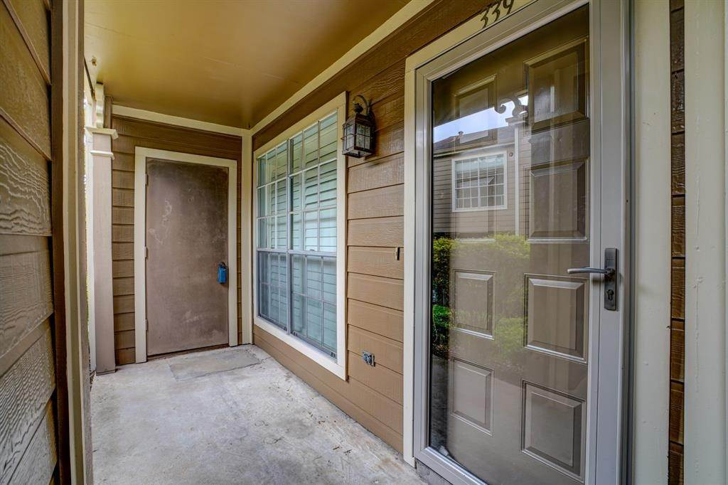 18. Condo / Townhouse for Rent at 1860 White Oak Drive #339 1860 White Oak Drive Houston, Texas 77009 United States