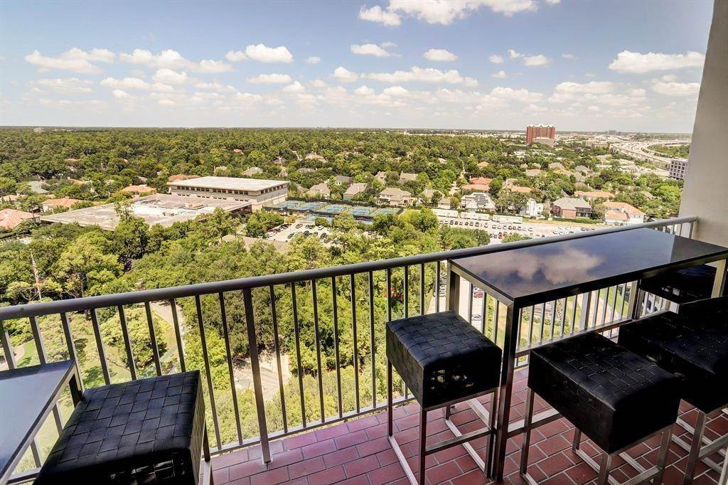 10. High or Mid-Rise Condo for Rent at 121 N Post Oak Lane #1805 121 N Post Oak Lane Houston, Texas 77024 United States