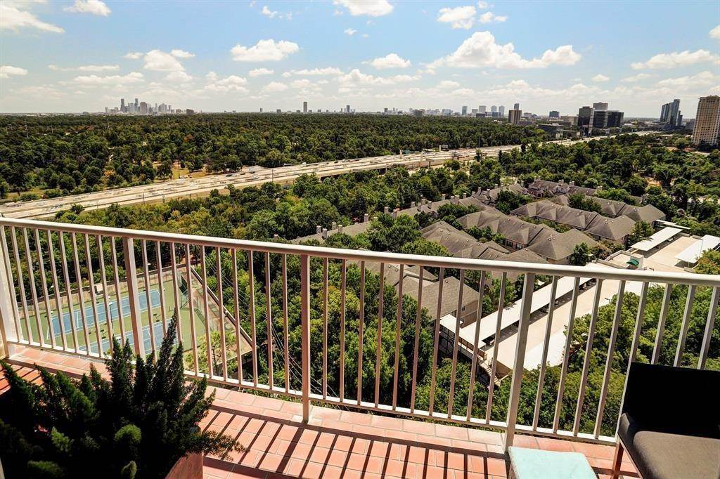 14. High or Mid-Rise Condo for Rent at 121 N Post Oak Lane #1805 121 N Post Oak Lane Houston, Texas 77024 United States