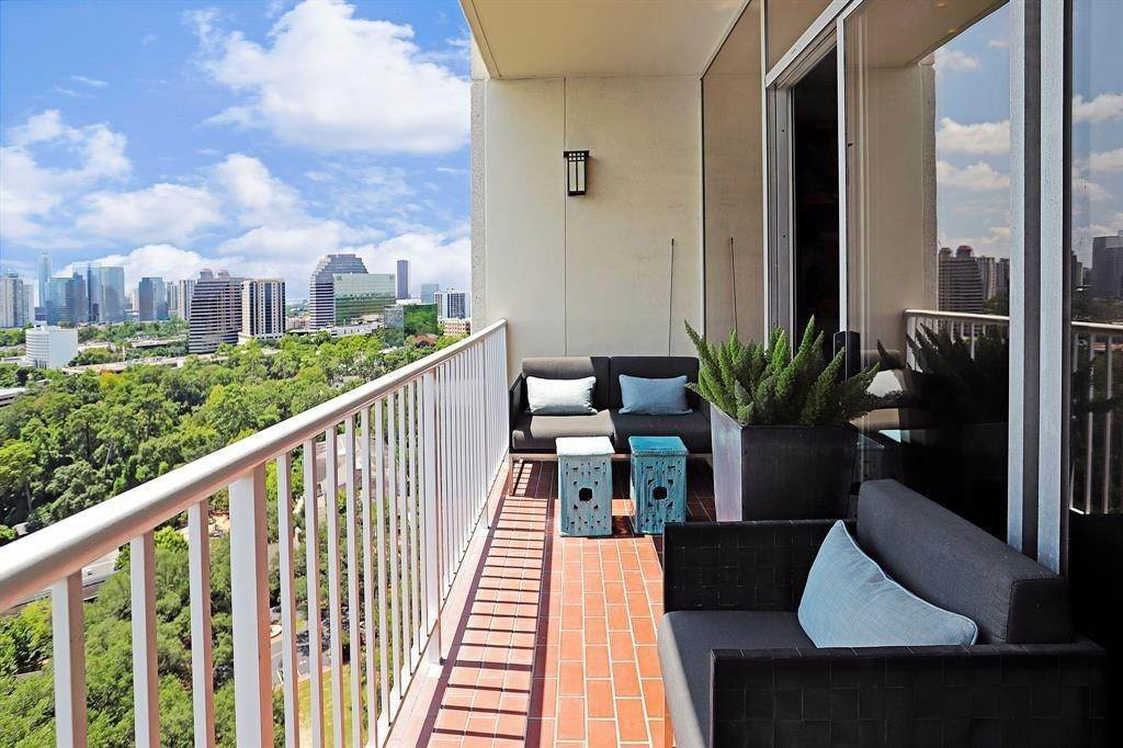 2. High or Mid-Rise Condo for Rent at 121 N Post Oak Lane #1805 121 N Post Oak Lane Houston, Texas 77024 United States