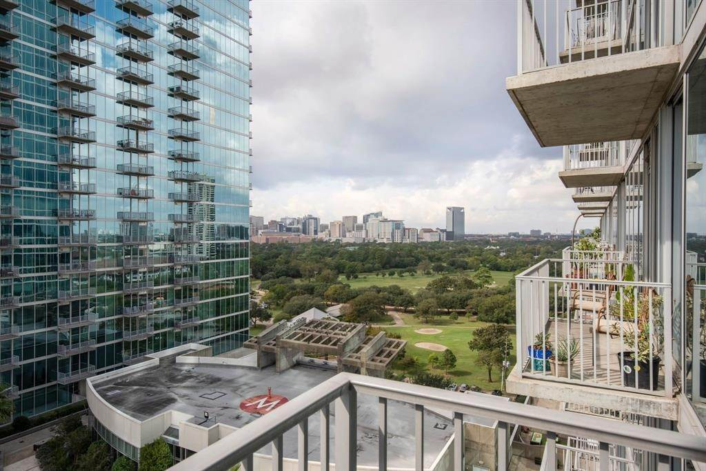 13. High or Mid-Rise Condo for Rent at 5925 Almeda Road #11304 5925 Almeda Road Houston, Texas 77004 United States
