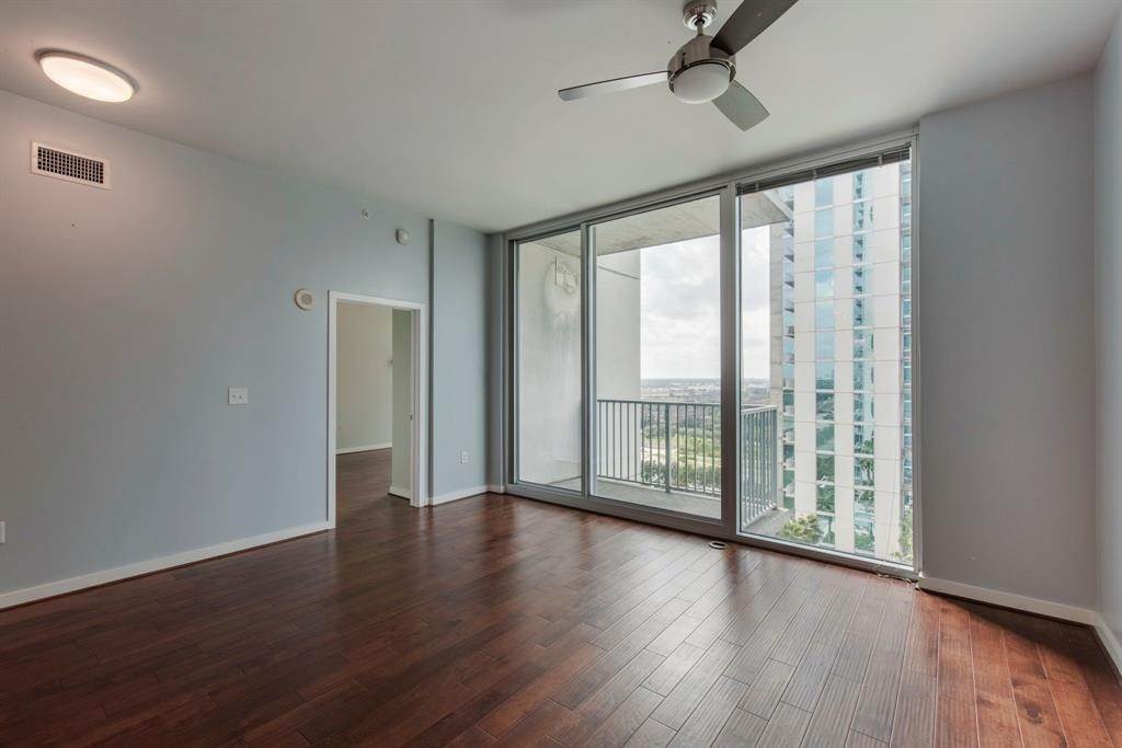 2. High or Mid-Rise Condo for Rent at 5925 Almeda Road #11304 5925 Almeda Road Houston, Texas 77004 United States