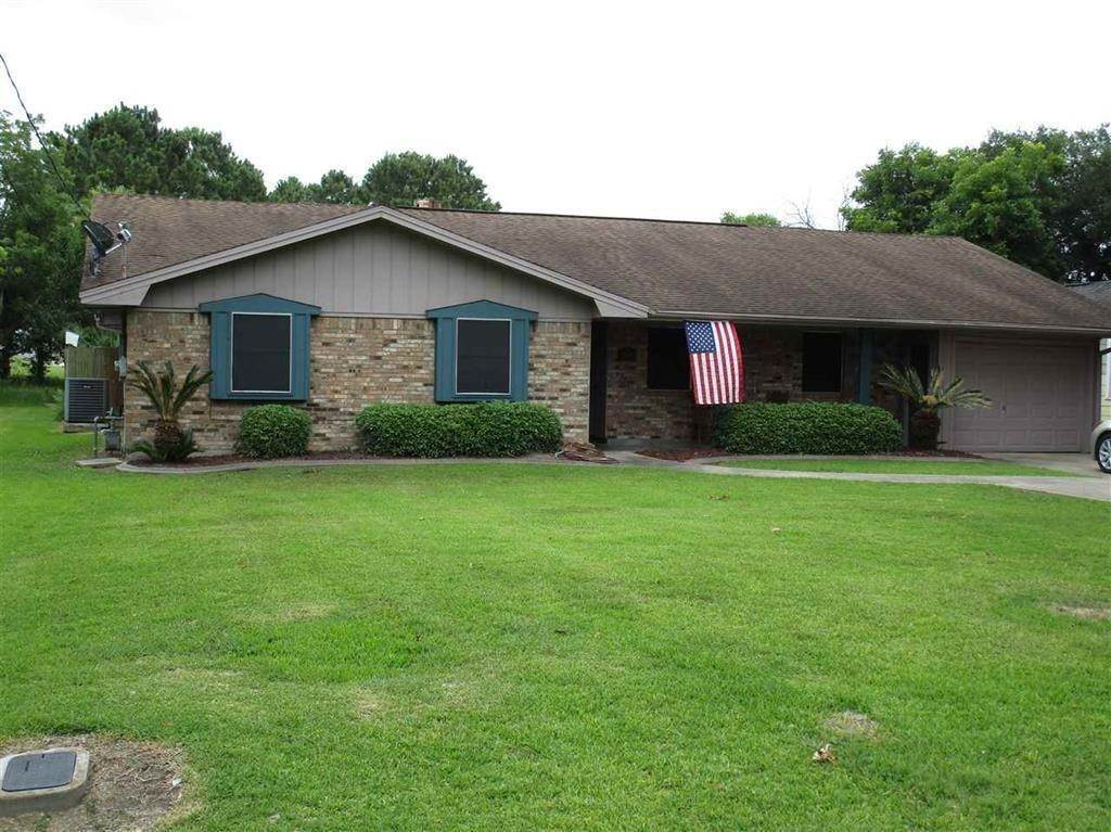 Single Family for Sale at 7156 Howe Street Groves, Texas 77619 United States
