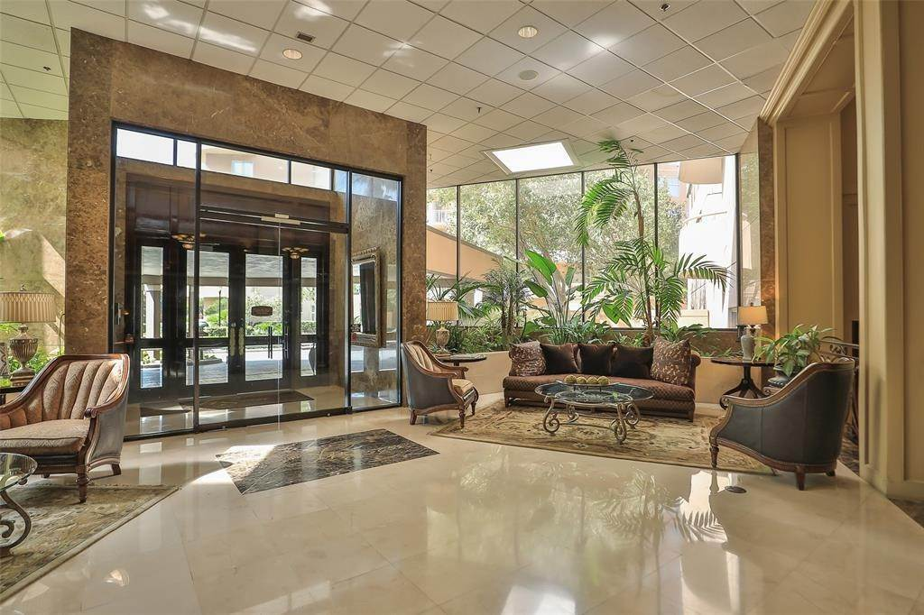36. High or Mid-Rise Condo for Rent at 3525 Sage Road #1709 3525 Sage Road Houston, Texas 77056 United States