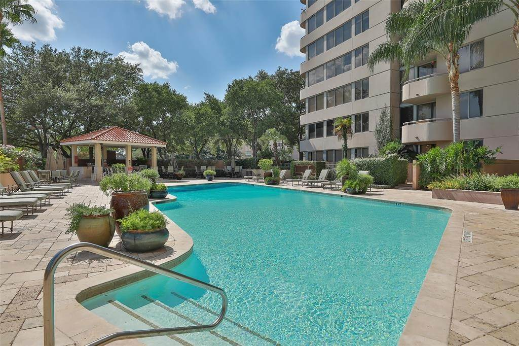 43. High or Mid-Rise Condo for Rent at 3525 Sage Road #1709 3525 Sage Road Houston, Texas 77056 United States