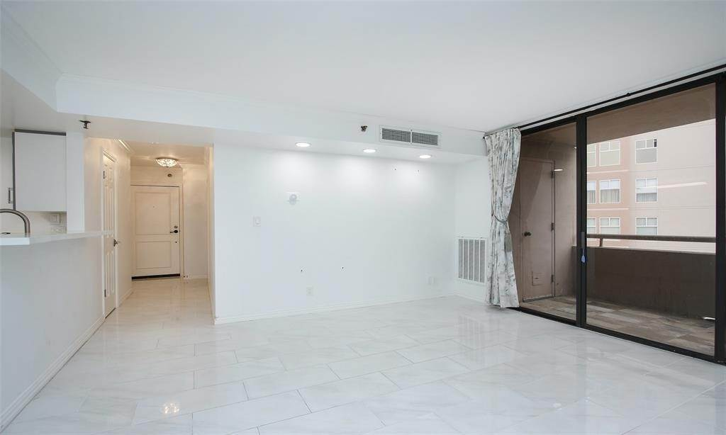 6. High or Mid-Rise Condo for Rent at 3525 Sage Road #1709 3525 Sage Road Houston, Texas 77056 United States