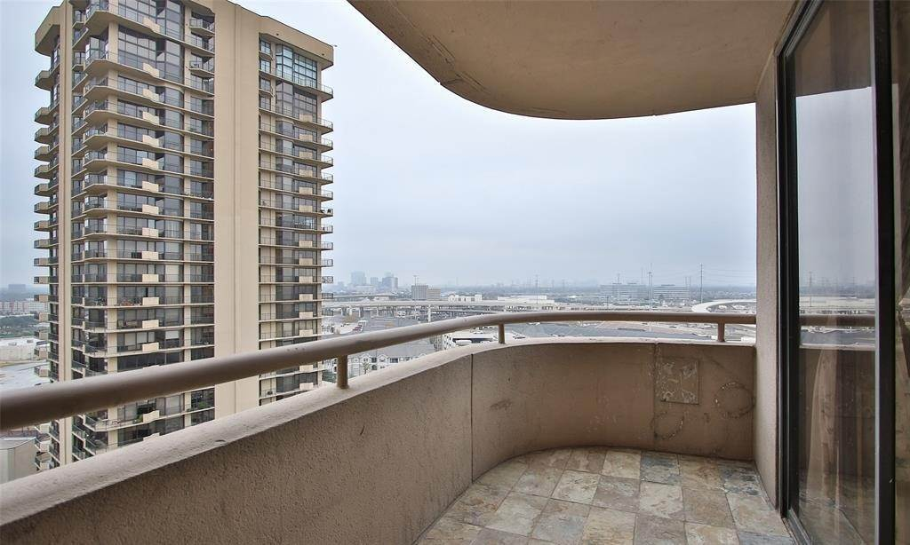 7. High or Mid-Rise Condo for Rent at 3525 Sage Road #1709 3525 Sage Road Houston, Texas 77056 United States