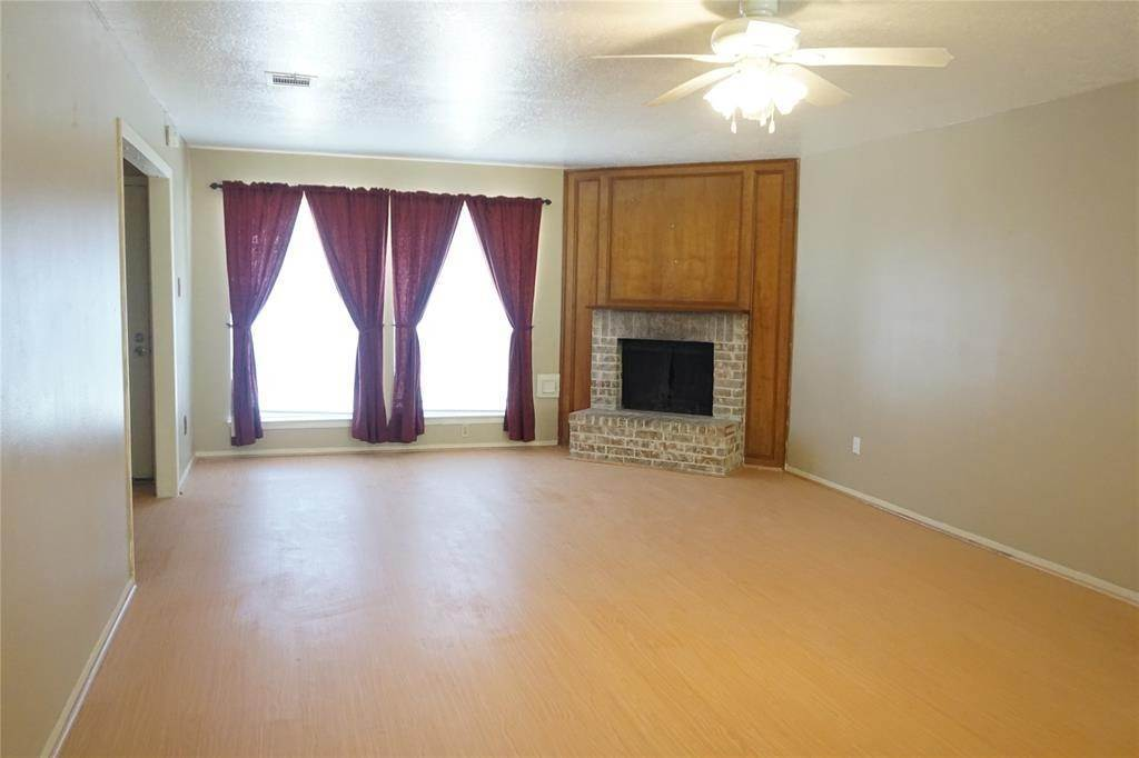3. Single Family Homes for Rent at 10815 Sugar Hill Drive #A 10815 Sugar Hill Drive Houston, Texas 77042 United States
