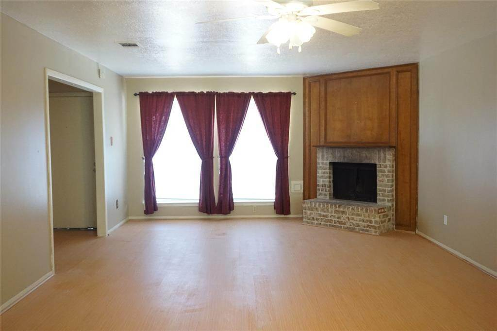 4. Single Family Homes for Rent at 10815 Sugar Hill Drive #A 10815 Sugar Hill Drive Houston, Texas 77042 United States